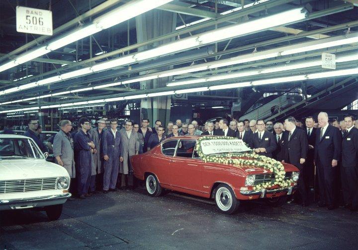 Im Werk Bochum läuft 1966 der einmillionste Opel Kadett vom Band