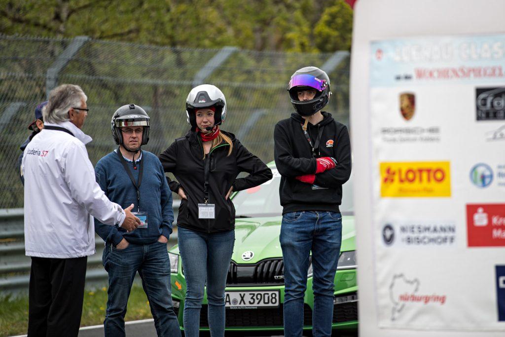 Feedback der Instruktoren beim Nordschleifen-Training der Scuderia S7