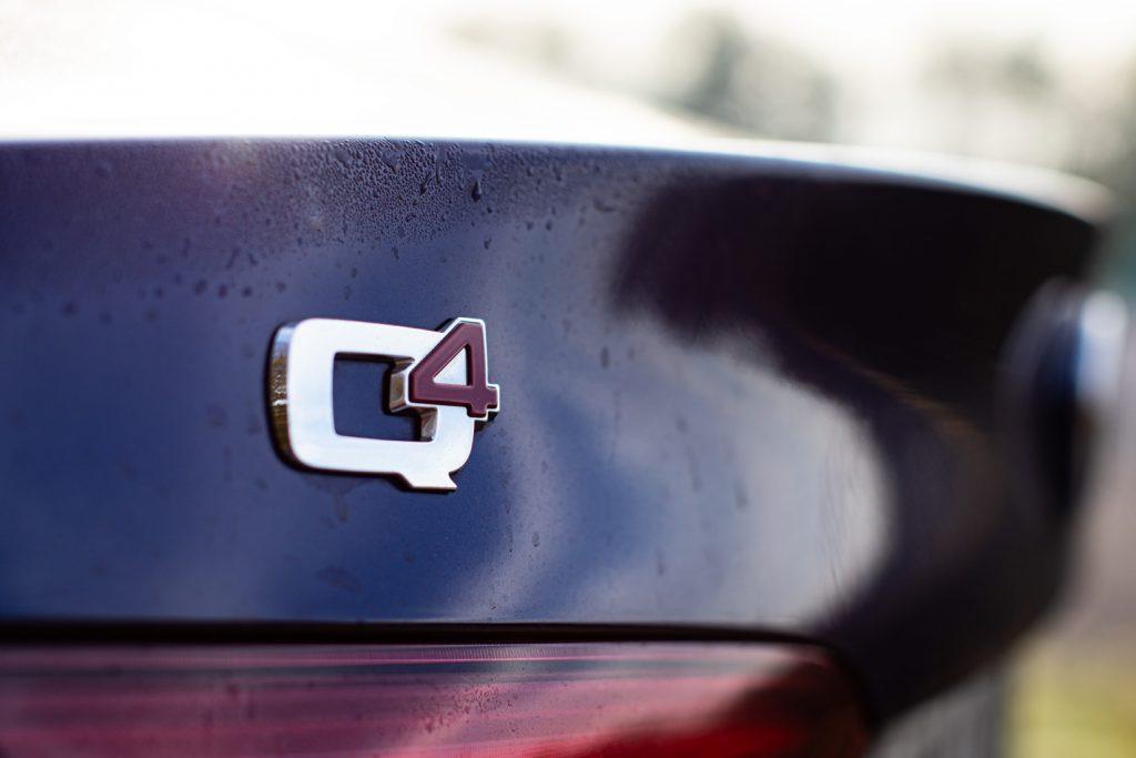 Schriftzug Q4 an der Alfa Romeo Giulia 2.2 Multijet AT8 Q4