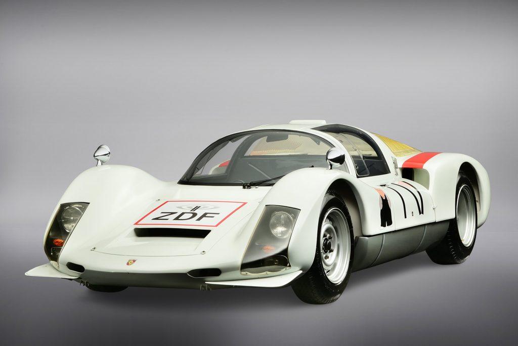 Der Porsche 906 im ZDF-Look und mit dem Mainzel-Männchen auf der Seite gehört heute zur Sammlung des Porsche Museums (Foto: Porsche).