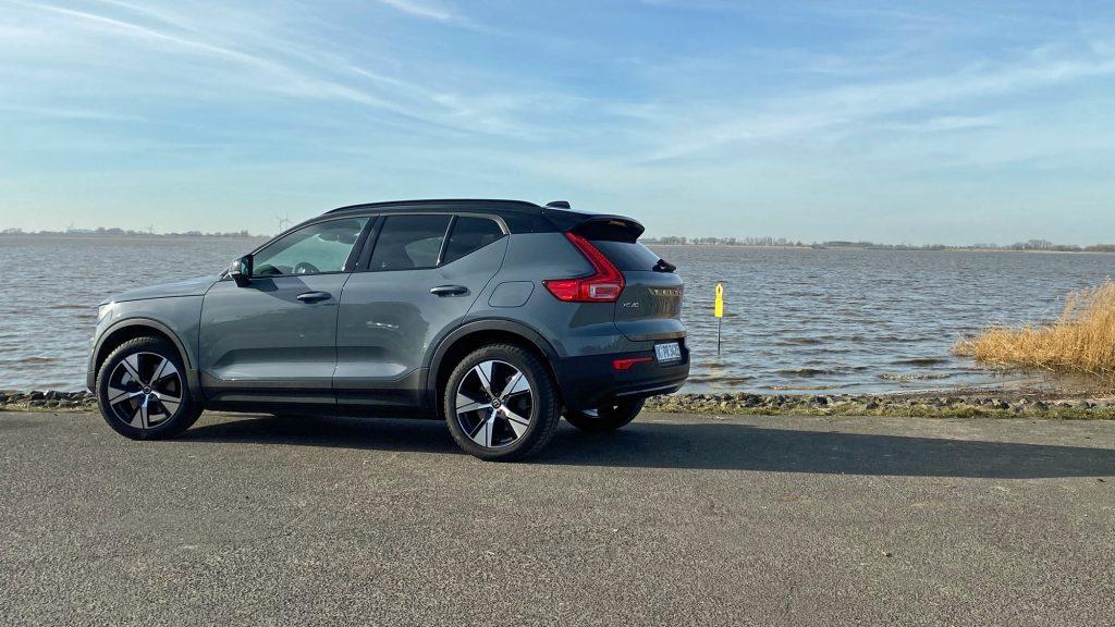 Mit dem Volvo XC40 Recharge P8 AWD Pure Electric bietet auch der schwedische Autobauer Volvo jetzt ein reines Elektroauto an.