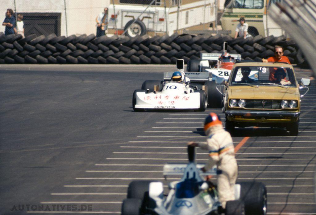 Szene aus dem Training zum Kürzlich erwarb ich dieses Dia vom Grand Prix of Long Beach 1976